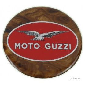"""Marchio """"Moto Guzzi"""" plastificato radica d.6 70.700 Adesivi vari5,60€ 5,60€"""